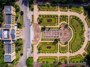 Fotografia aérea com drone inclinado