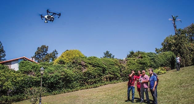 curso de formação de pilotos de drone em prática